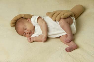 Bantal Lucu Berbentuk Tangan Untuk Bayi