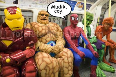 foto lucu pahlawan super juga mudik