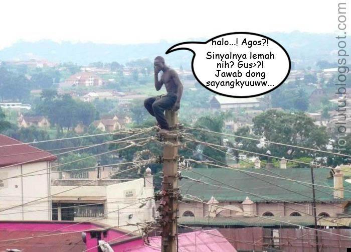 Sinyal Hp Lemah Nangkring Di Atas Tiang Listrik