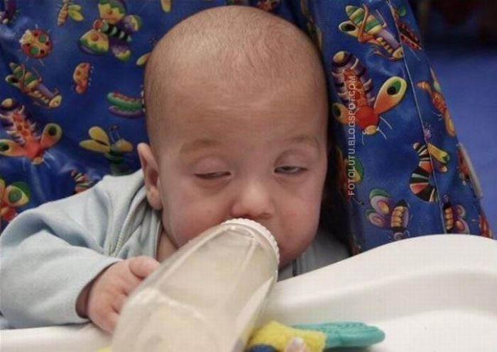 Hihihi lucu nih foto bayi. Tapi kok kayak orang lagi teler yah