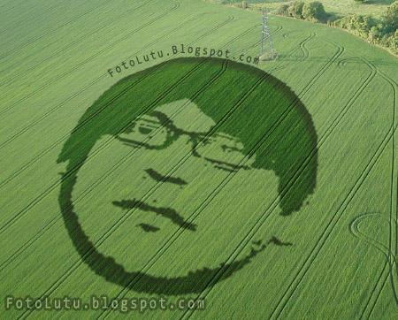 Crop Circle Gayus Tambunan