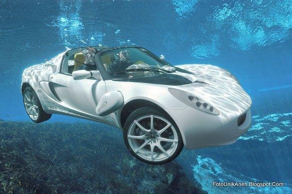 Mobil Ini Mampu Menyelam Hinggal Kedalaman 10 meter