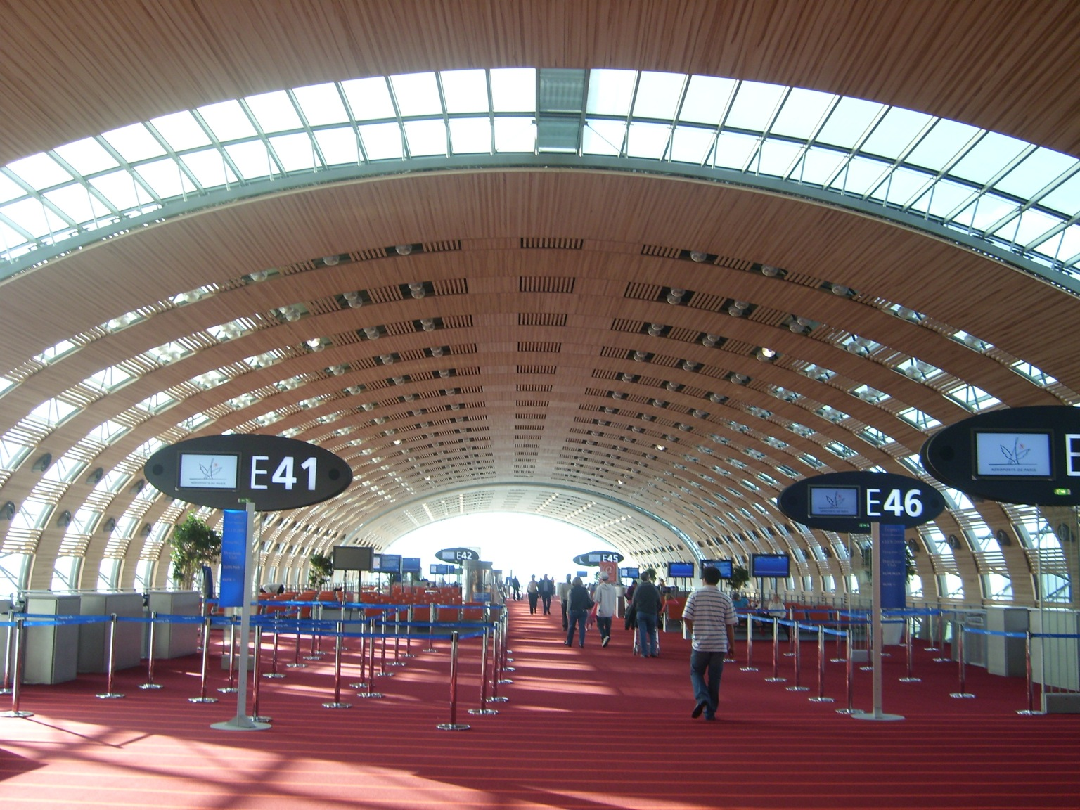 http://2.bp.blogspot.com/_ONal_hJsPR8/TEyFOG9XOtI/AAAAAAAACrw/n2lOobytlAw/s1600/Paris_Charles_De_Gaulle_Airport_Terminal_E_a.JPG