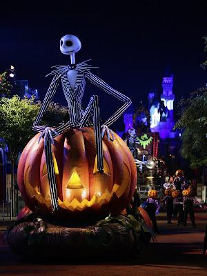 [Hong Kong Disneyland] Disney's Haunted Halloween (depuis 2007) - Page 3 0922AT_H%2BPARADE1EDK0677_SC_4749