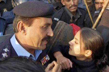 http://2.bp.blogspot.com/_OQKa51AUkxc/SwUowdLZMvI/AAAAAAAAAH4/A2dNGCFMLww/s1600/student_action_committee_police_clash.jpg