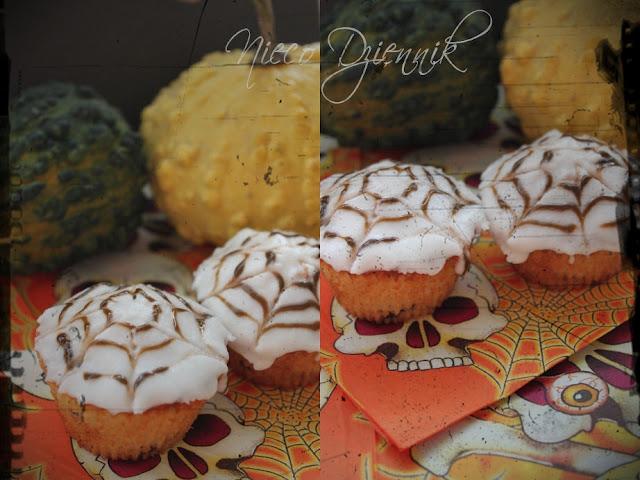 pajęczynowe muffiny na Halloween