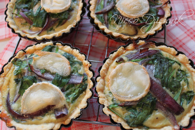 quiche tarta flan ze szpinakiem serem kozim