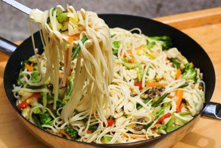 Dieta del d a fideos de arroz con vegetales for Cocinar fideos de arroz