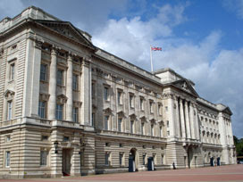 the front of Buckingham Palace