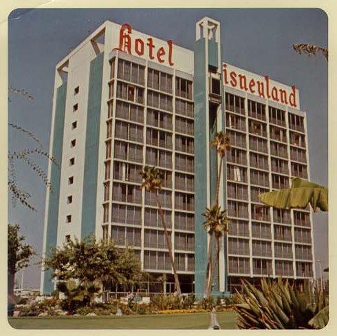The original disneyland hotel june 2010 for Hotel original