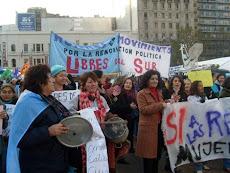 Mujeres de Libres del Sur apoyando las retenciones