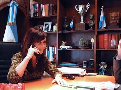 Hola, Perra, te estamos llamando... ♫♪