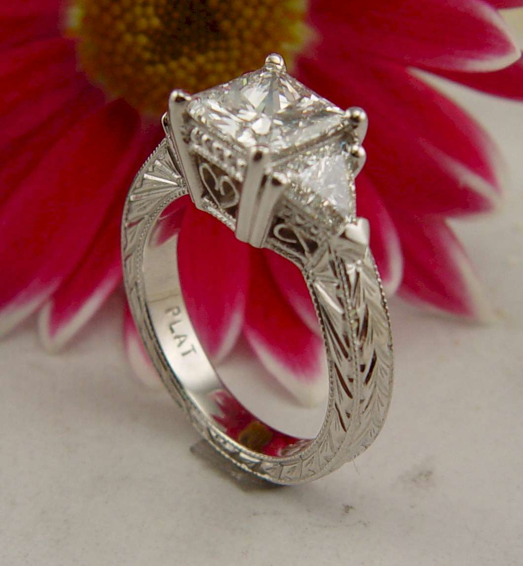 http://2.bp.blogspot.com/_OaLgiRHXjJQ/S7pm6aJArUI/AAAAAAAAATI/kmvi-0VRdk8/s1600/Emma+ring+2.jpg