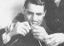 Cary Grant knitting!