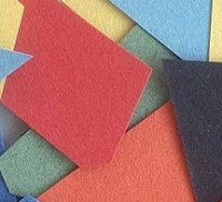 Papeletas de colores en un sorteo o rifa