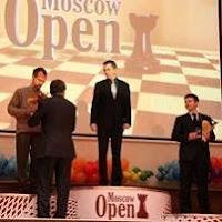 Podium del V Abierto Internacional de Ajedrez de Moscú 2009: Onischuk, Tiviakov e Inarkiev