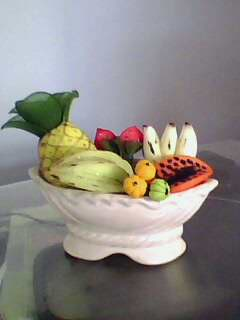 vaso de frutas feiats com meia de seda