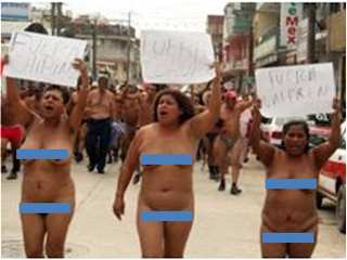 SE DESNUDAN. Ayer, integrantes de los 400 Pueblos se manifestaron en