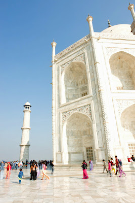 View of the side of the Taj Mahal along with the minaret to the side