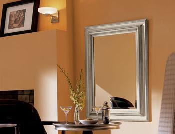 Decorando las paredes con pintura metalizada for Pintar marco espejo