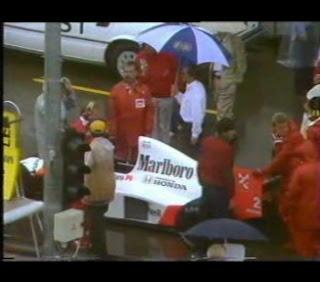 El tio Gilito bajo el paraguas de la FIA.
