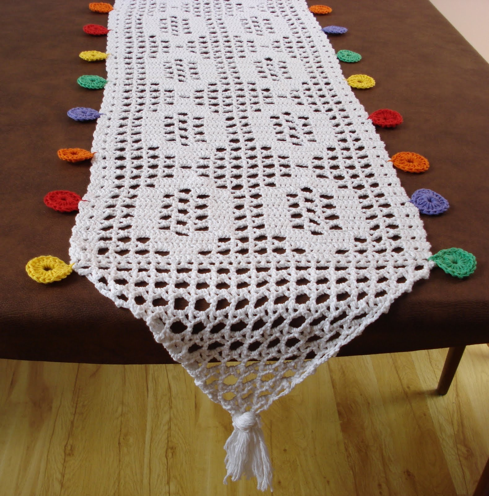 Gata flora accesorios camino mesa al crochet for Camino mesa moderno
