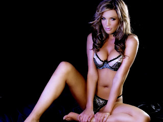 http://2.bp.blogspot.com/_OitPVueOrz8/SZfXxSiHnKI/AAAAAAAABlc/WVP0WGnRZOs/s1600-h/danielle+lloyd+in+bikini-1600x1200-012.jpg