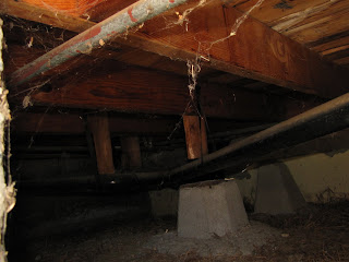Pipe supporting subfloor