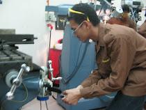 operating milling machine