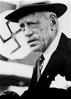 Knut Hamsun, escritor norueguês partidário do nazismo