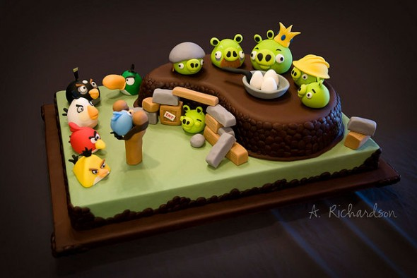 Decorative work amazing angry birds cake for Angry birds cake decoration