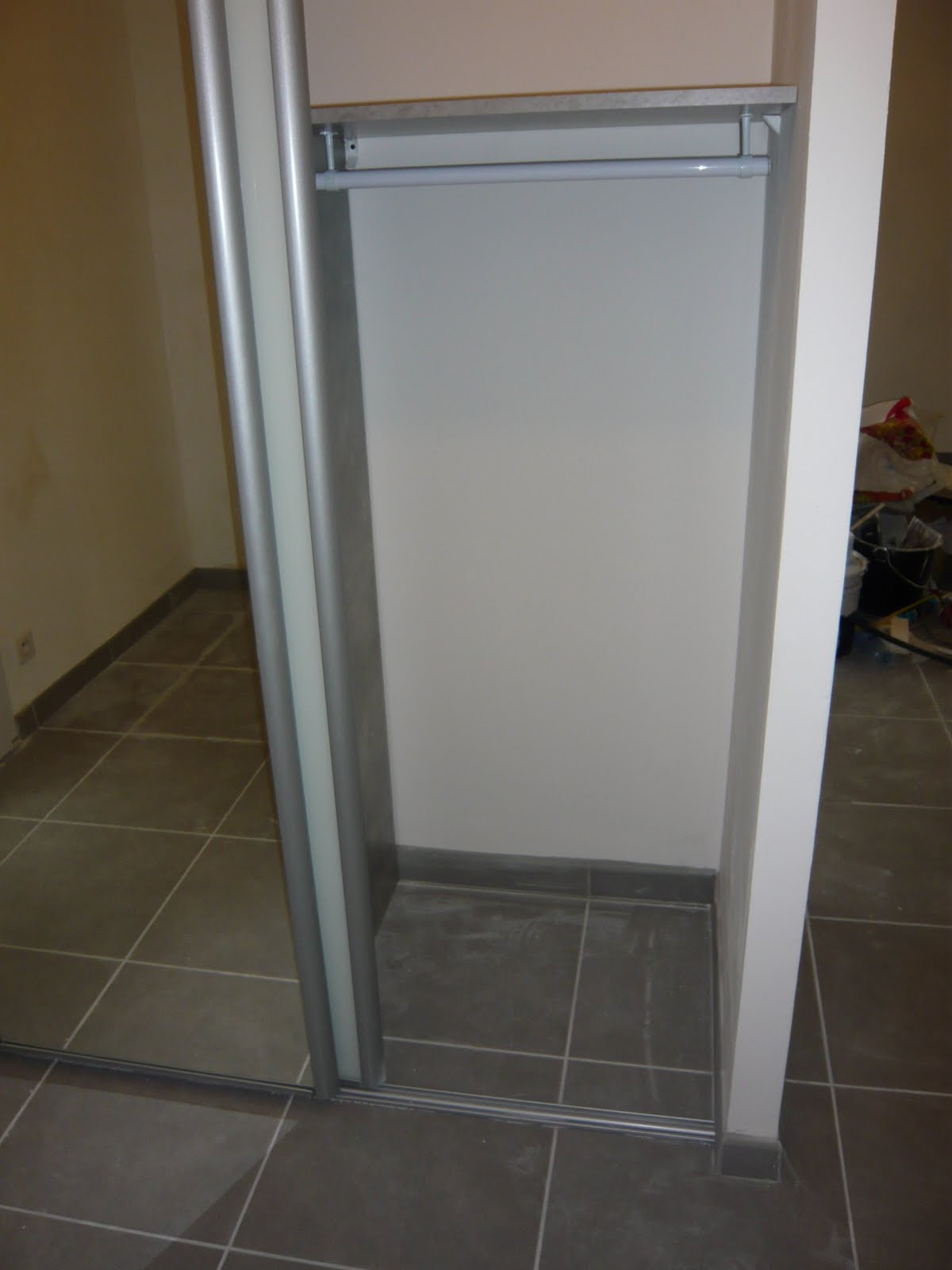L 39 avancement de notre maison mikit le placard dans l 39 entr e - Placard entree maison ...