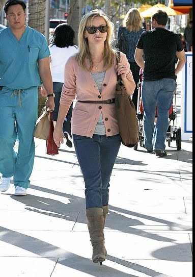 Usually I am ALL OVER Reese Witherspoon's outfits.. This one, NOT SO MUCH.