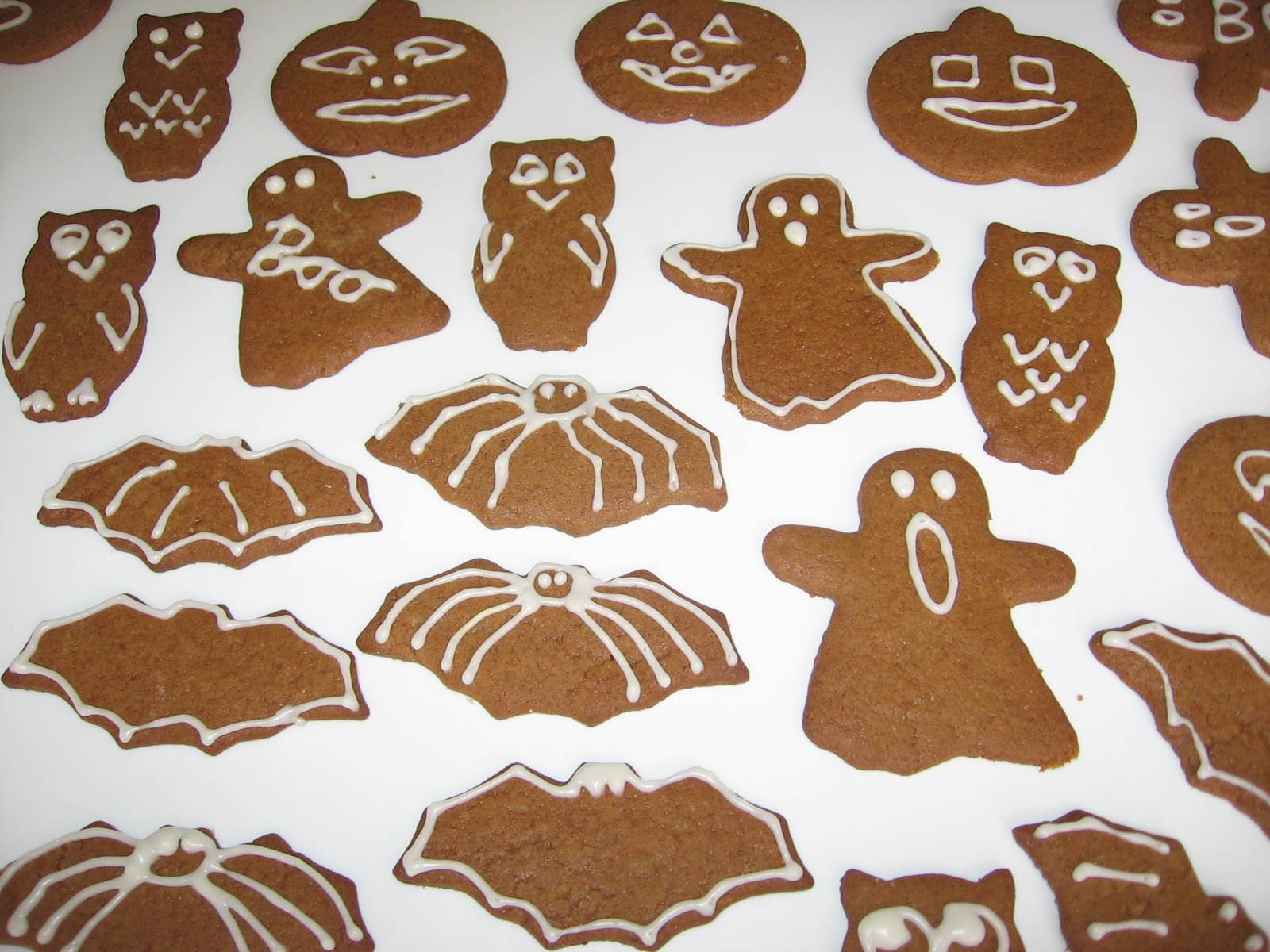 iced gingerbread cookies i love making iced cookies iced sugar cookies are a big christmas tradition in our family and we have made them more and more - Halloween Gingerbread Cookies