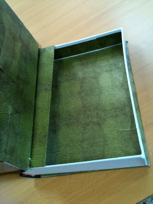 interior de la caja-libro