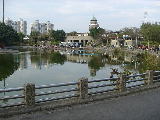 a walk in the park - xinzhuang park, part 2