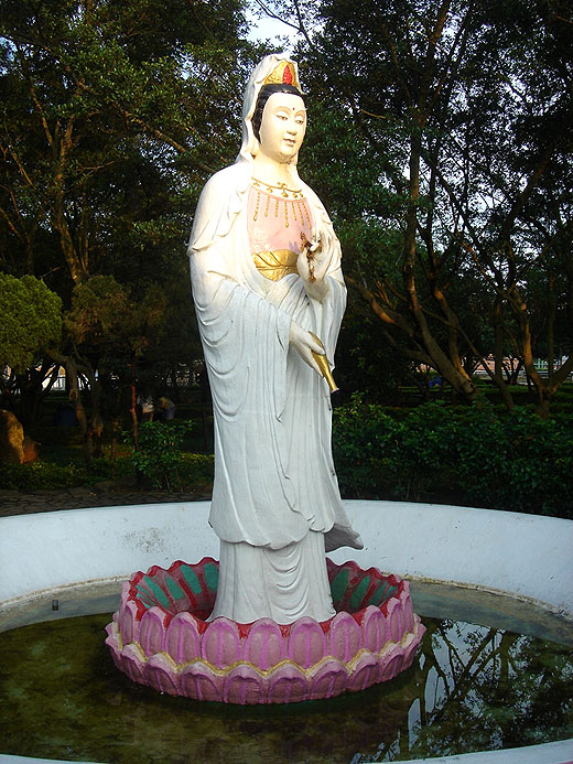 chulinshan kuanyin temple in linkou