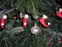 Lulu kedvenc manócsizmái a karácsonyfánkon:)