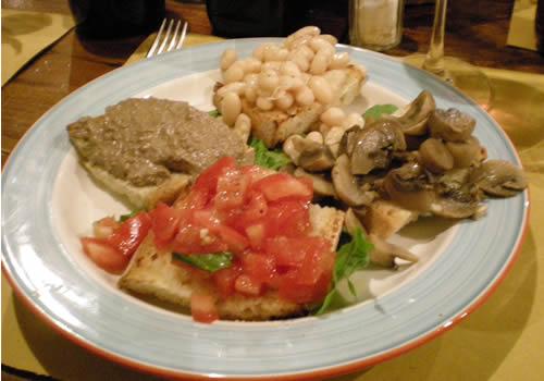 piatto di crostini tipici toscani