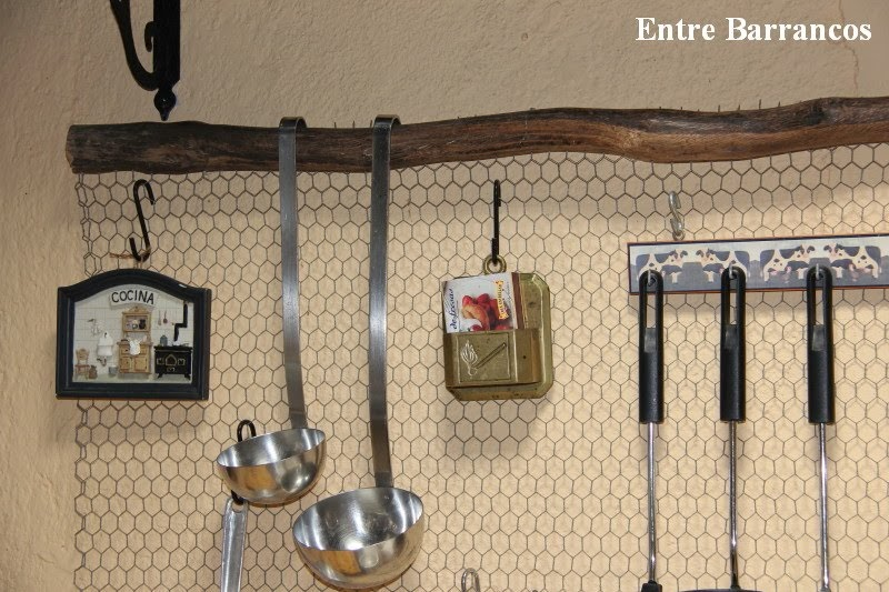 Entre barrancos manualidades colgador cocina for Colgador utensilios de cocina