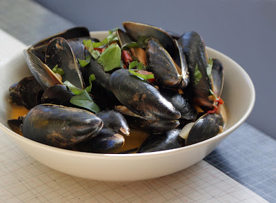 Mussels Mussels with Garlic, Tomatoes & Lemon
