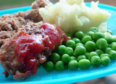 meatloaf and mashed potatoes and Peas