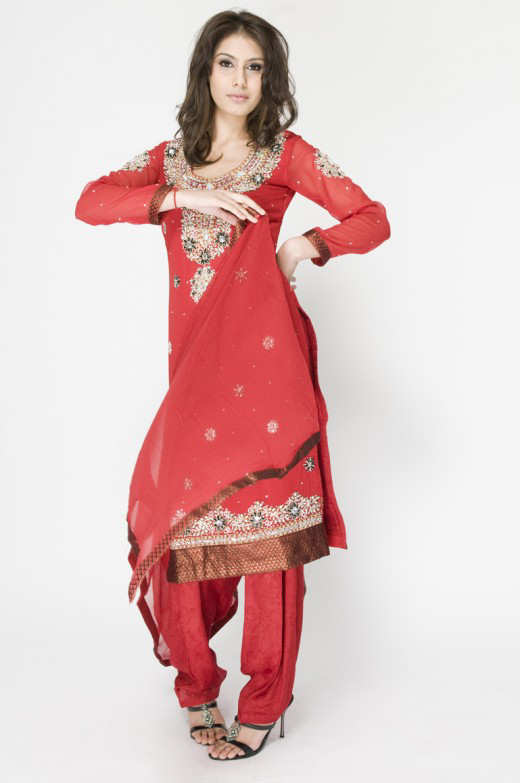 Long+Kameez+With+Trouser+For+2011+%25285%2529 New Fashion Trend