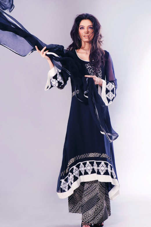 Long+Kameez+With+Trouser+For+2011+%25286%2529 New Fashion Trend