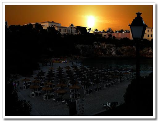 Strand med soluppgång