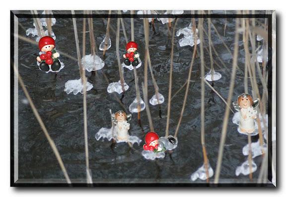 Isdroppar med små figurer