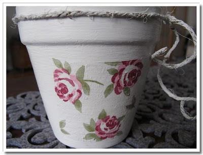 Decoupage med rosenmönster på kruka