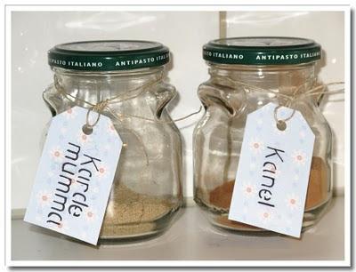 Etiketter till kanel och kardemumma