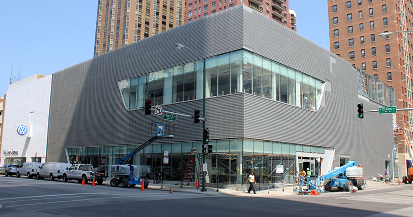 ArchitectureChicago PLUS: Heavy Metal: chainmail on Clark, curves along the Mohawk