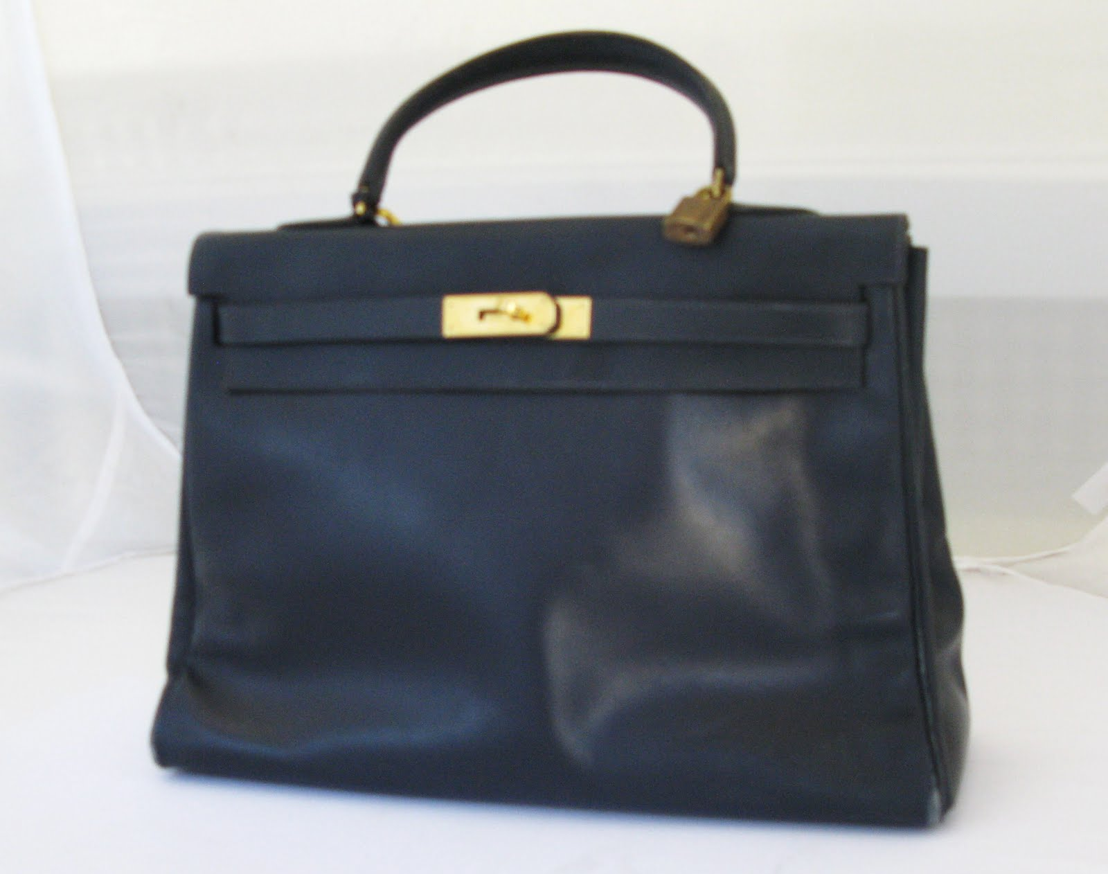 the closet bureau black vintage hermes kelly bag. Black Bedroom Furniture Sets. Home Design Ideas